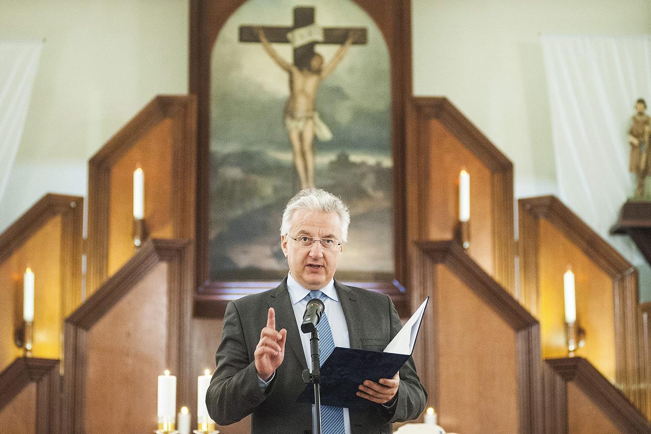 Tényleg van keresztényüldözés Magyarországon – 10 brutális videó az áldozatokról