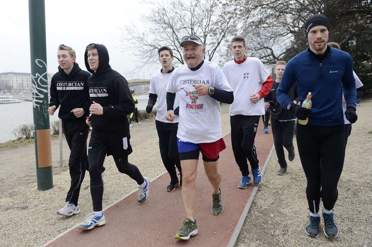 Csökkenti a budapesti futóversenyek számát a Fővárosi Közgyűlés