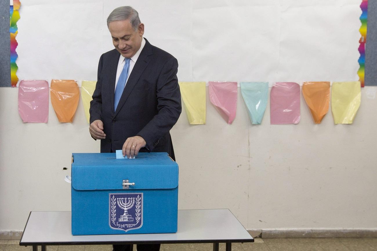 Úgy tűnik, a Kék-fehér párt beérte Netanjahút, de várhatóan így is maradhat kormányon