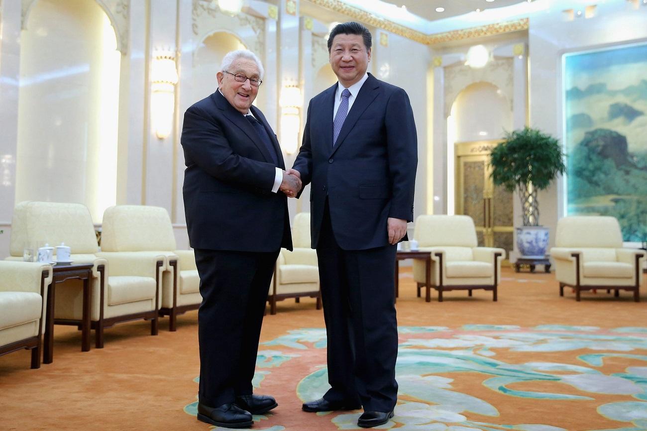 Elkészült minden idők legjobb Henry Kissinger-interjúja, ami a divattól a gasztronómiáig mindent érint