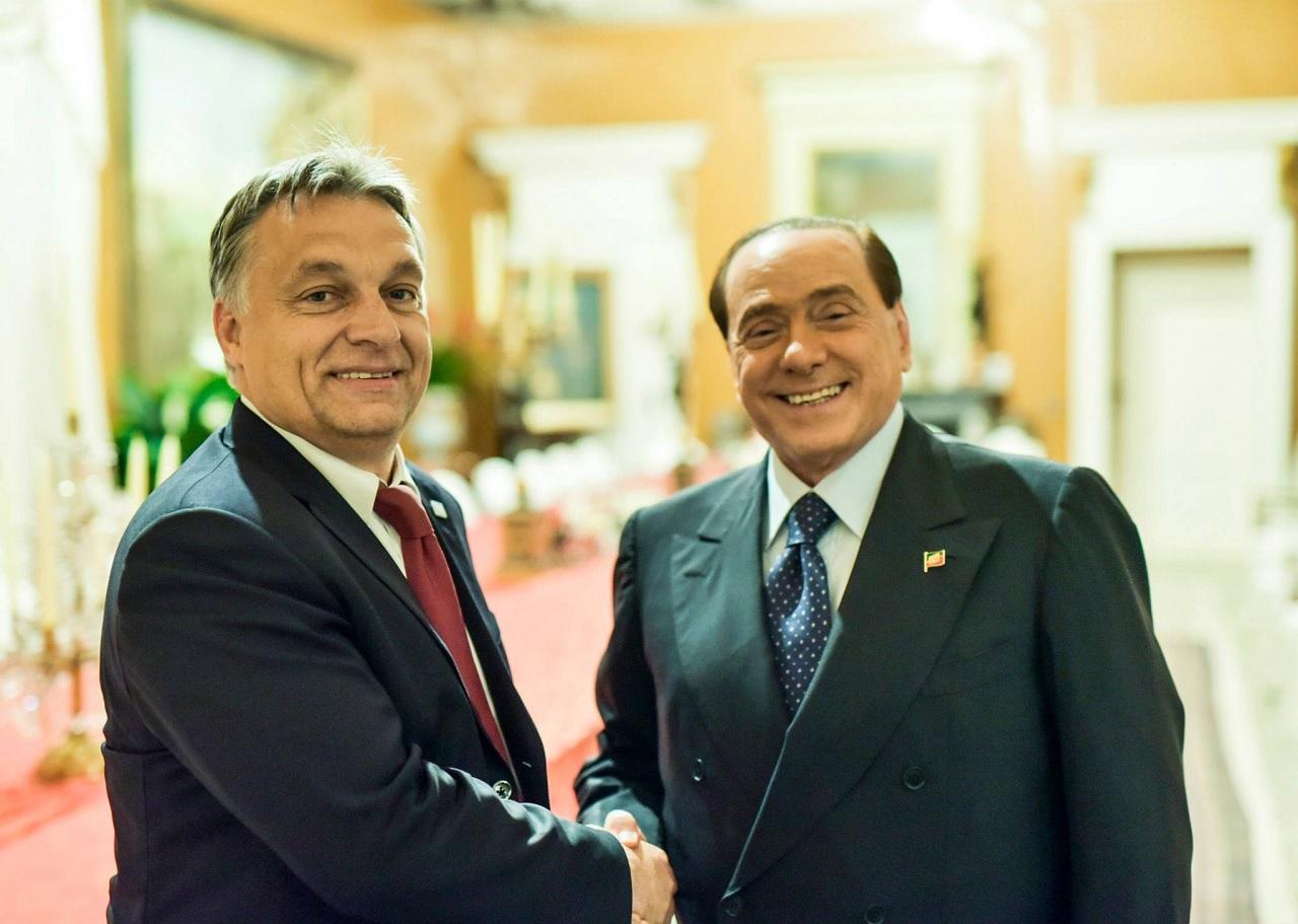 Berlusconi ellen most azért emeltek vádat, mert a Ruby-perben lefizetett tanúkat, hogy hamisan tanúskodjanak mellette