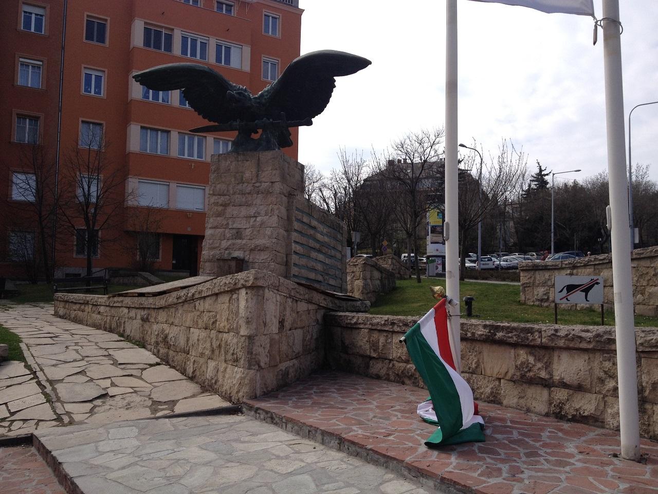 Átminősítik a Böszörményi úti turulszobrot és új II. világháborús emlékművet emel a XII. kerület