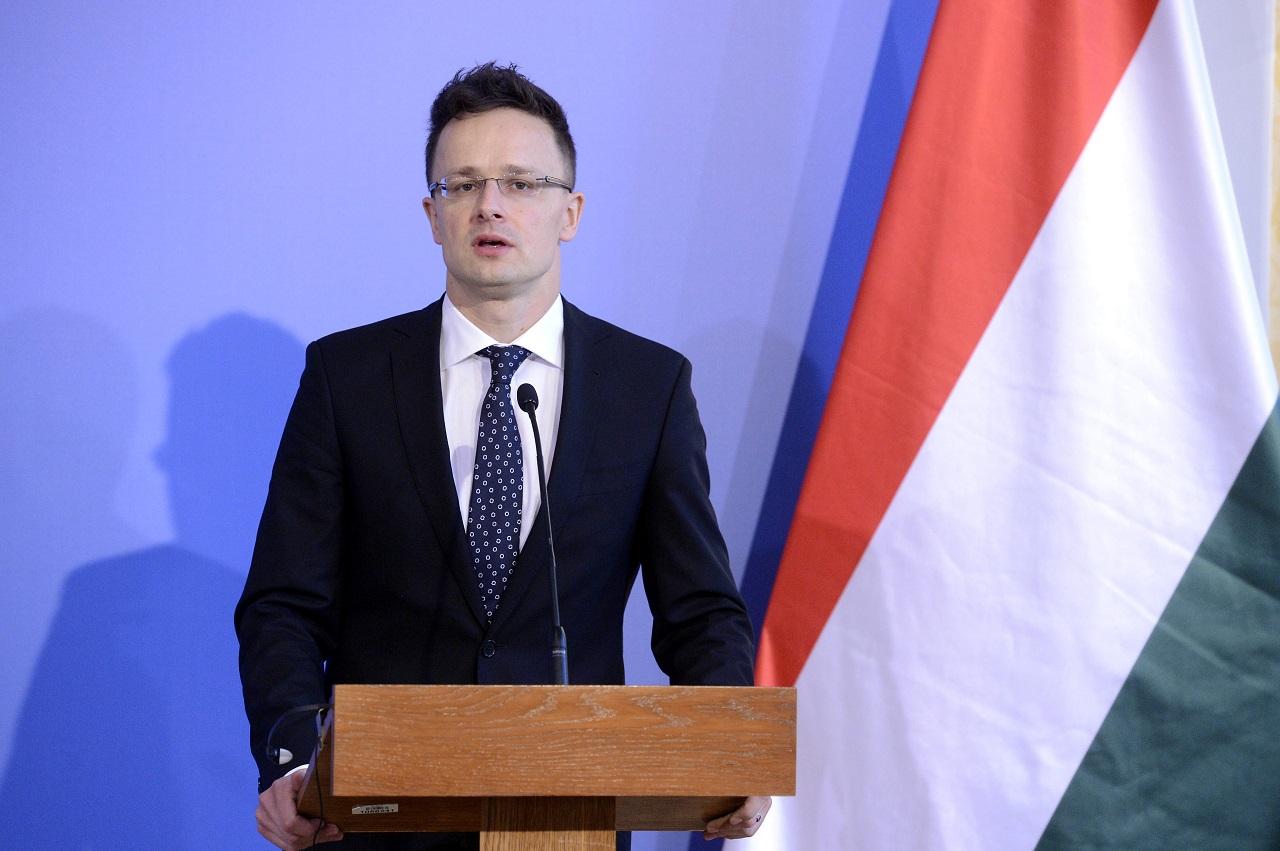 """Szijjártó szerint """"európai politikushoz méltatlan"""", hogy a luxemburgi külügyminiszter szerint Orbán """"kétes alak"""""""