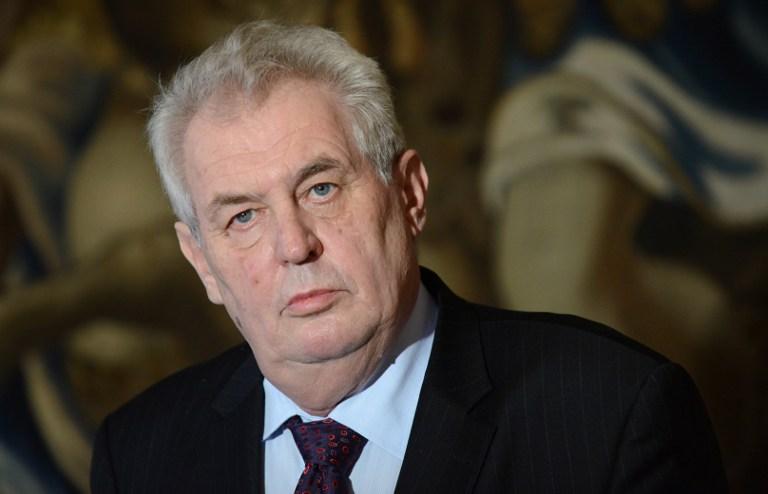 A cseh államfő szerint a miniszterelnök eltávolításának egyik lehetséges útja egy Kalasnyikovban rejlik