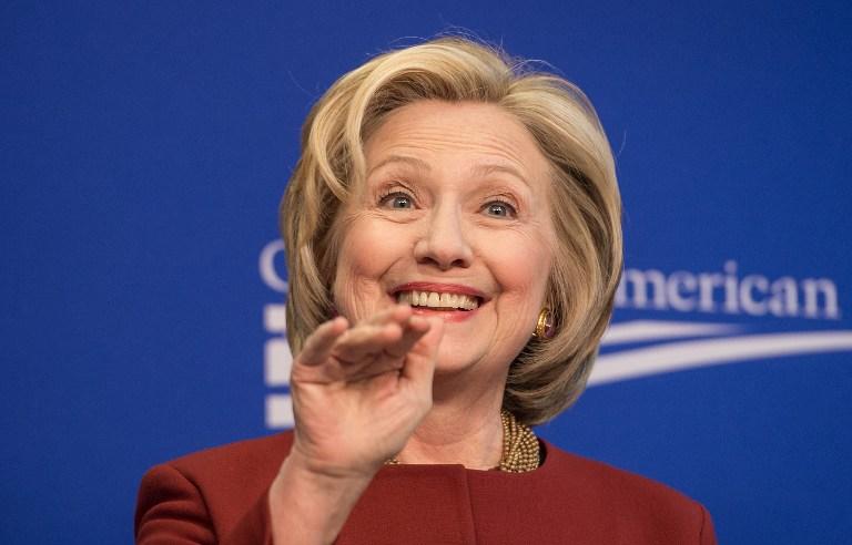 Hillary Clinton 2012-ben ímélben kért segítséget, hogyan tud szmájlikat írni az új telefonján