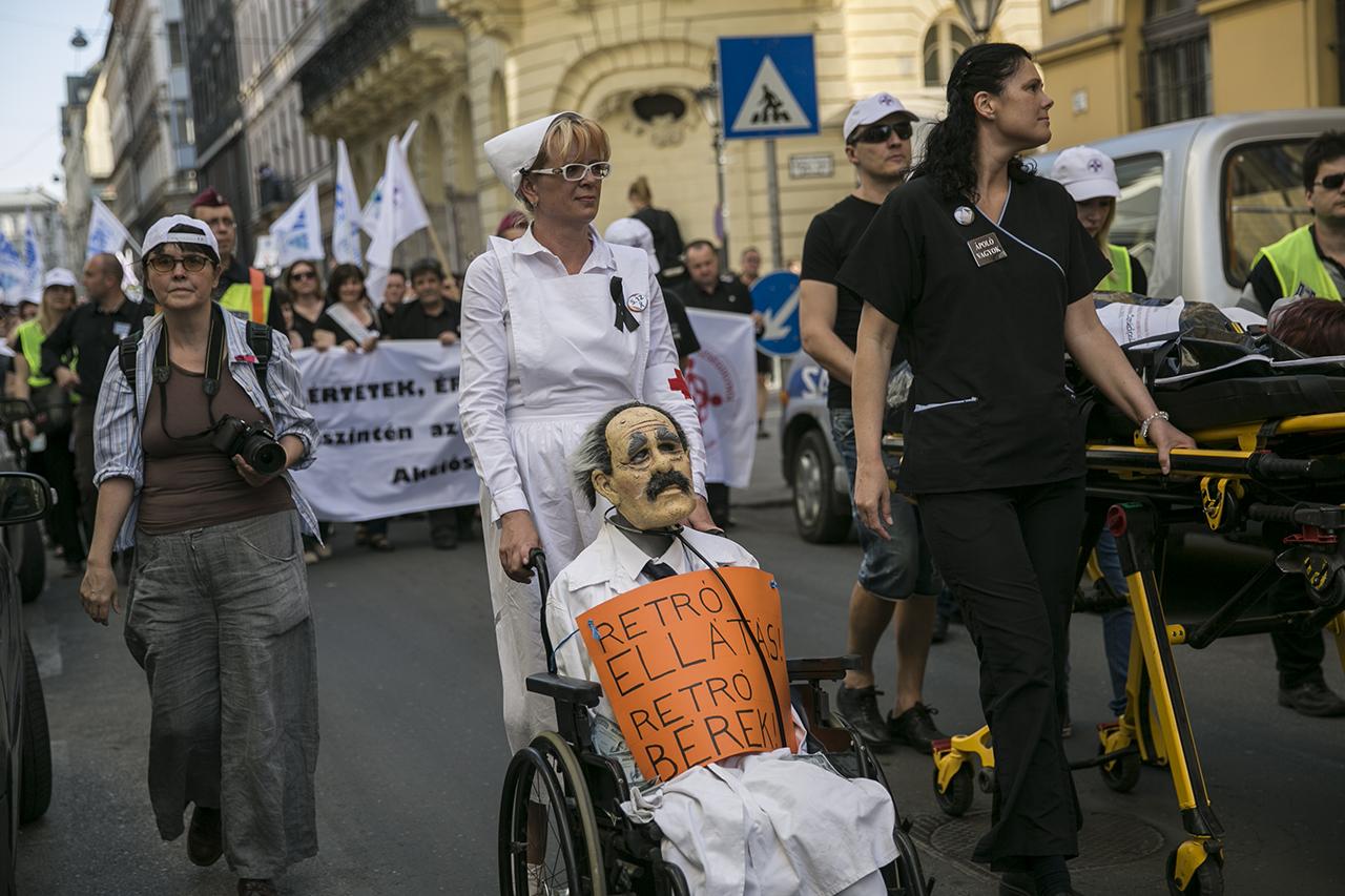 Rétvári 2019-ig közel 100 százalékos ápolói béremelést ígér