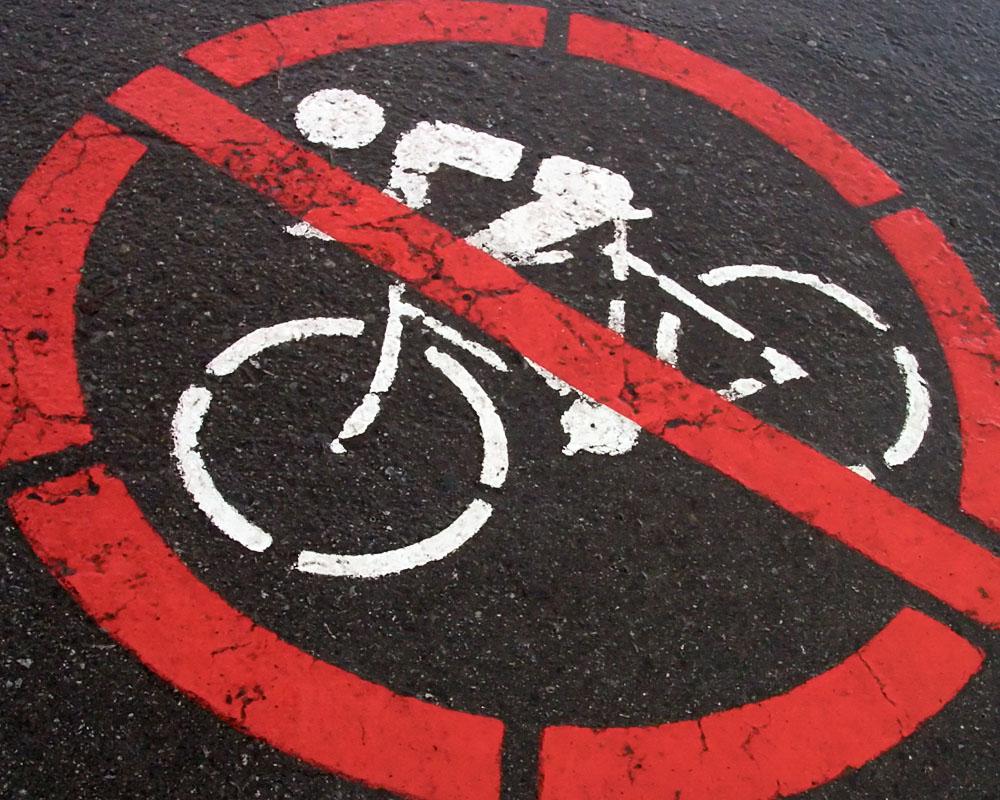 Elengedett kézzel biciklizett, börtönbe mehet