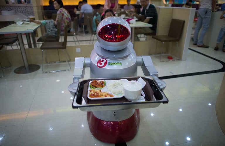 Bénák voltak a pincérrobotok, két éttermet be kellett zárni Kínában