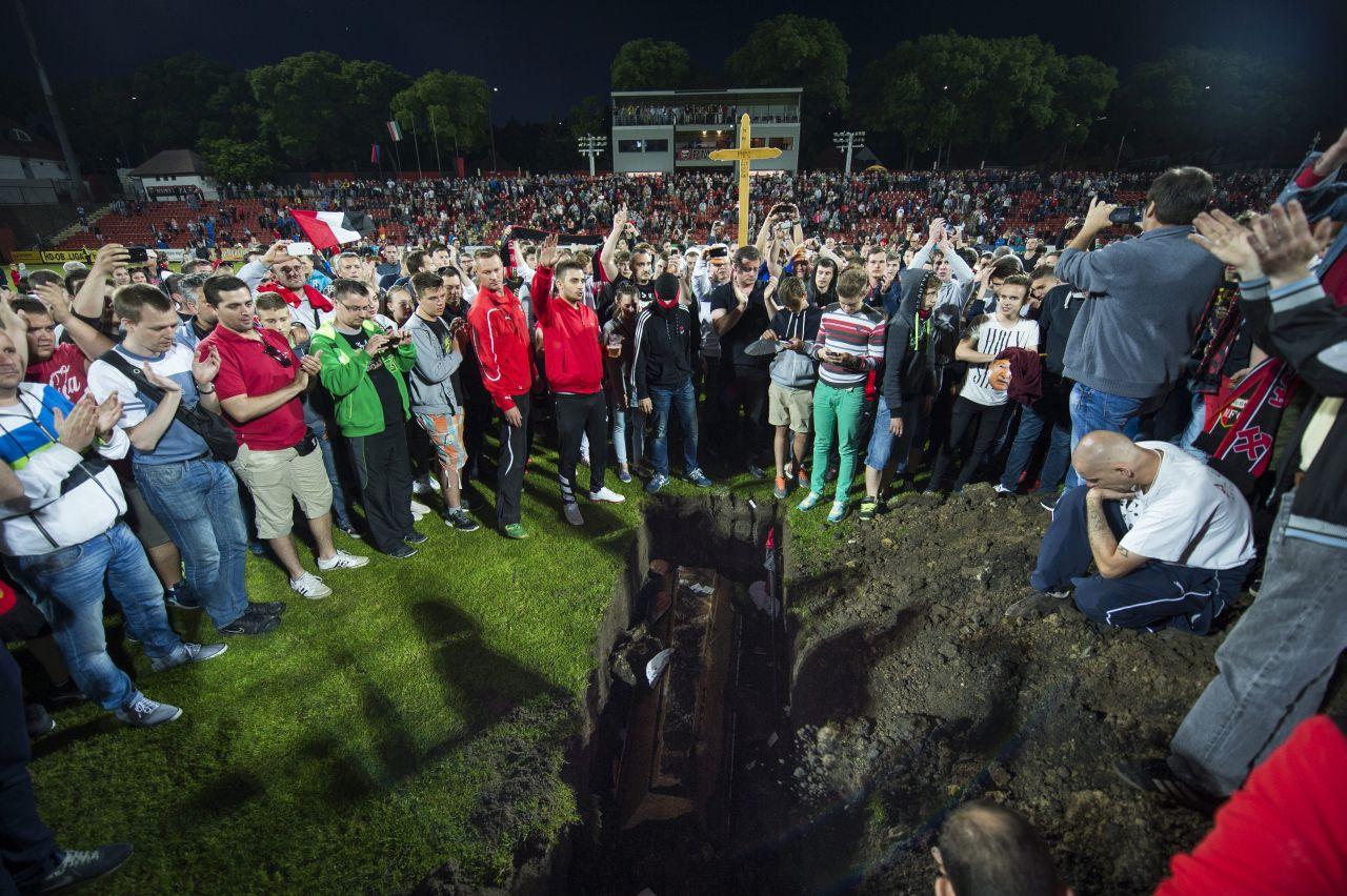 Mészáros Lőrinc fontos embere Orbán kedvenc lapjában tisztelettel egy új stadiont kér Pécsre