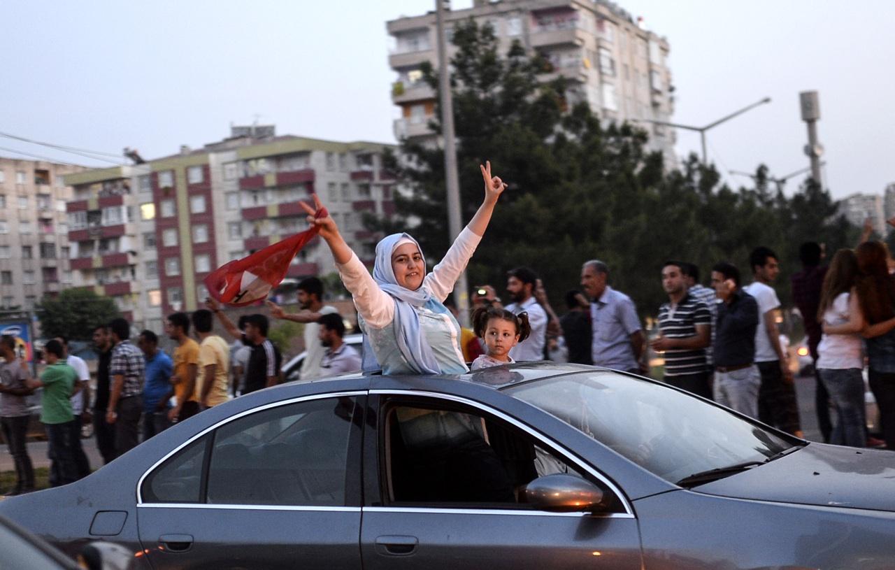 A kurdok nekifeszültek a populista úthengernek