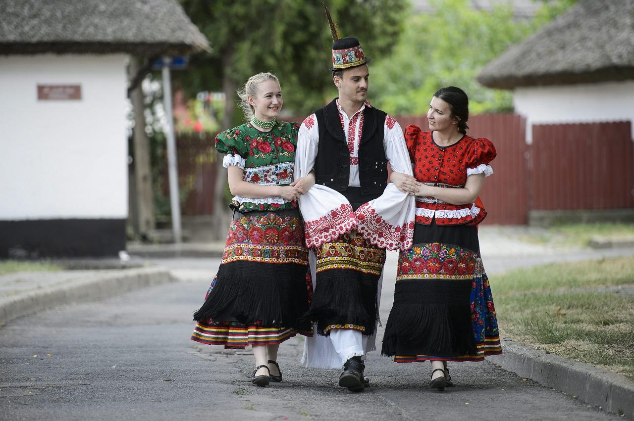 A 18-24 közötti magyarok a leginkább nyitottak az egyeduralomra