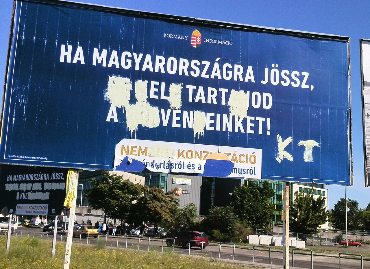 Rogánék 2 milliárdért rendeltek újabb kormányzati plakátokat