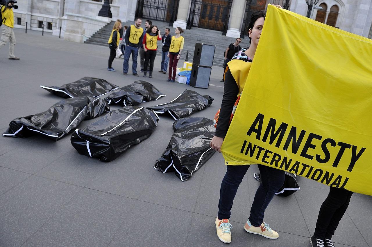 Nem elengedték, hanem hivatalosan is letartóztatták a török Amnesty International vezetőjét