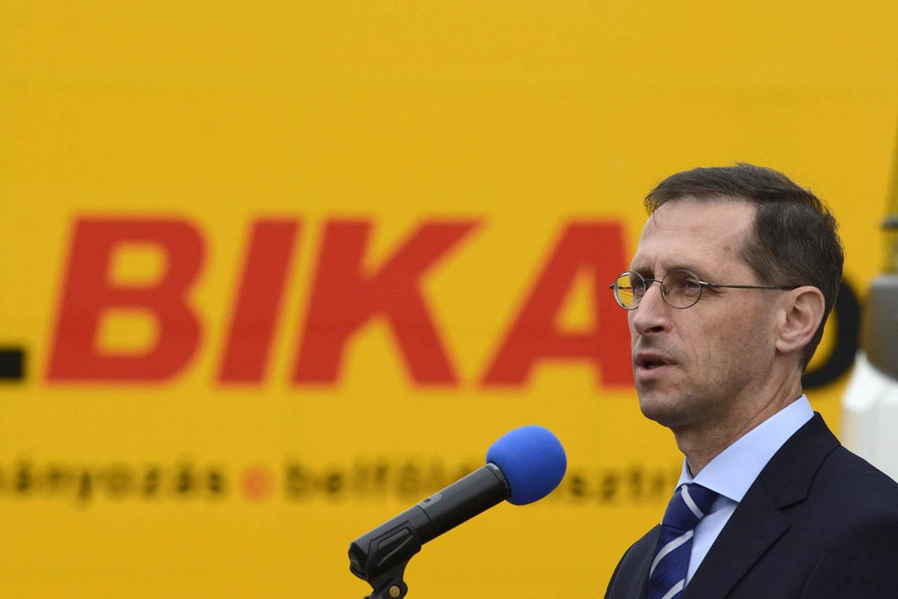 Varga Mihály szerint 2017-től az adóhatóság csinálja majd meg mindenki adóbevallását