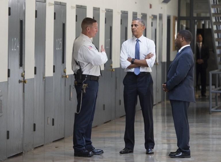 Obama még utoljára megkegyelmezett 330, nem erőszakos kábítószerügy miatt elítélt rabnak