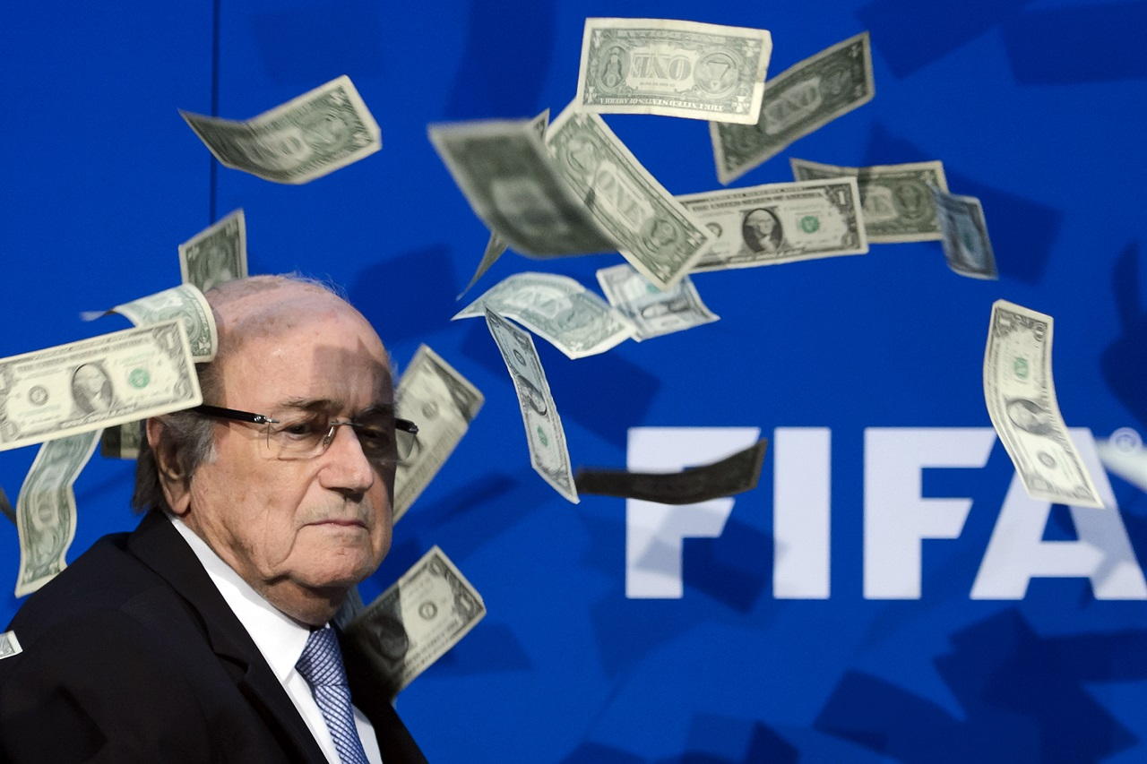 Blattert minden focival kapcsolatos dologtól eltiltotta a FIFA, de azért Putyin meghívására elutazik a világbajnokságra