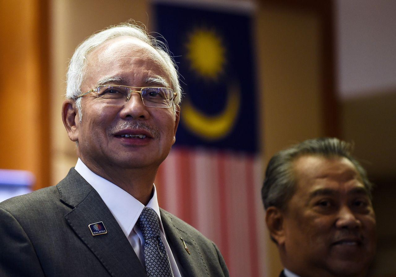 A volt maláj kormányfő állítja, ajándékba kapta a több ezer ékszert és értéktárgyat, amiket a rendőrség lefoglalt