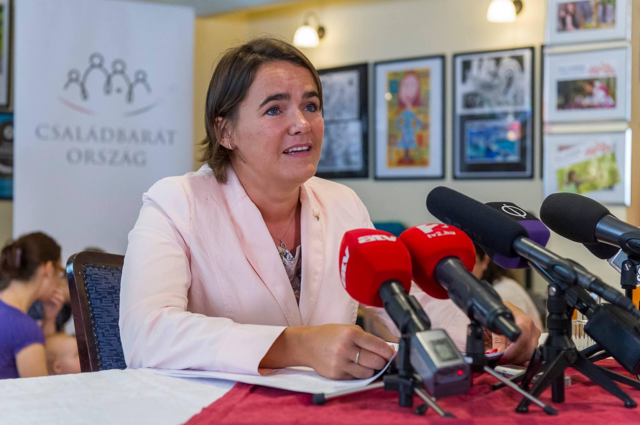 Novák Katalin menti a helyzetet: szerinte mindenkinek a saját döntése, hogy vállal-e gyermeket
