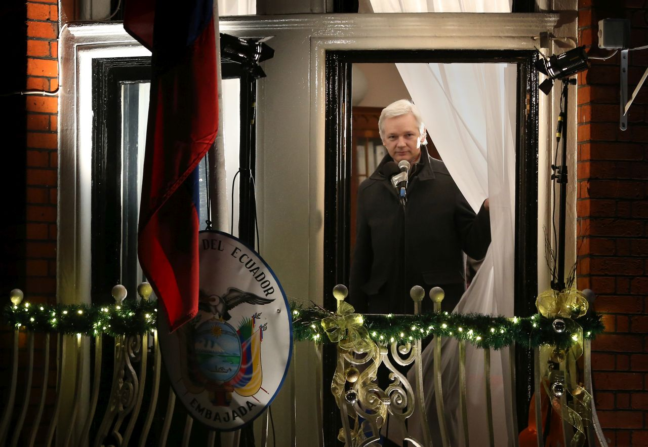 Őrizetbe vették Julian Assange-t