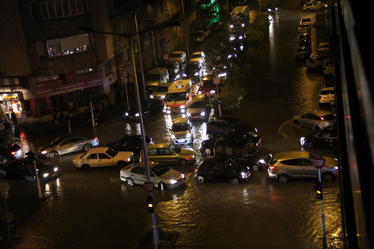 A vizes vb megnyitója miatt 5 km-nyi utat zárnak le Budapesten