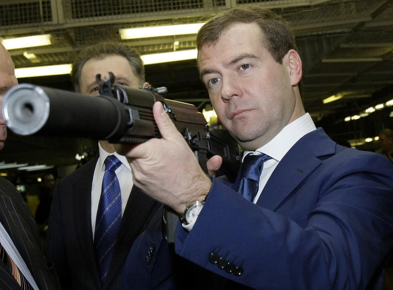 Medvegyev bejelentette, hogy újra hidegháború van