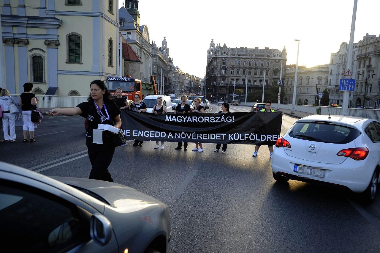 Szerveződik a feketeruhás tiltakozás az egészségügyben