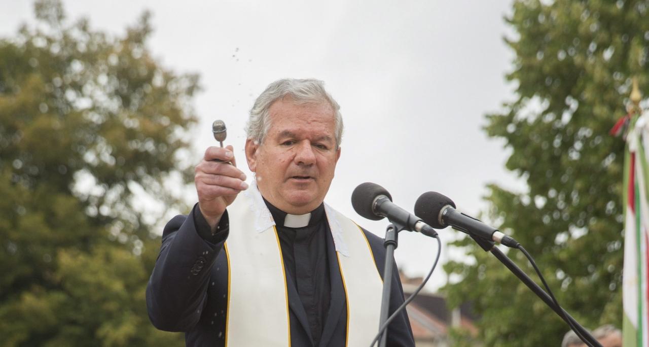 Kereszténydemokrácia: a kormány kedvenc püspöke letiltatta a kellemetlenkedő interjút