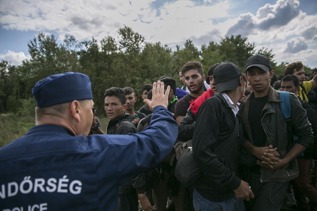 A Human Rights Watch szerint a magyar határon még mindig verik a migránsokat