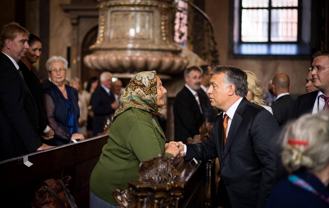 Végül mégis a túl drágának nevezett Magyar Posta fogja kivinni a nyugdíjasok karácsonyi Erzsébet-utalványát