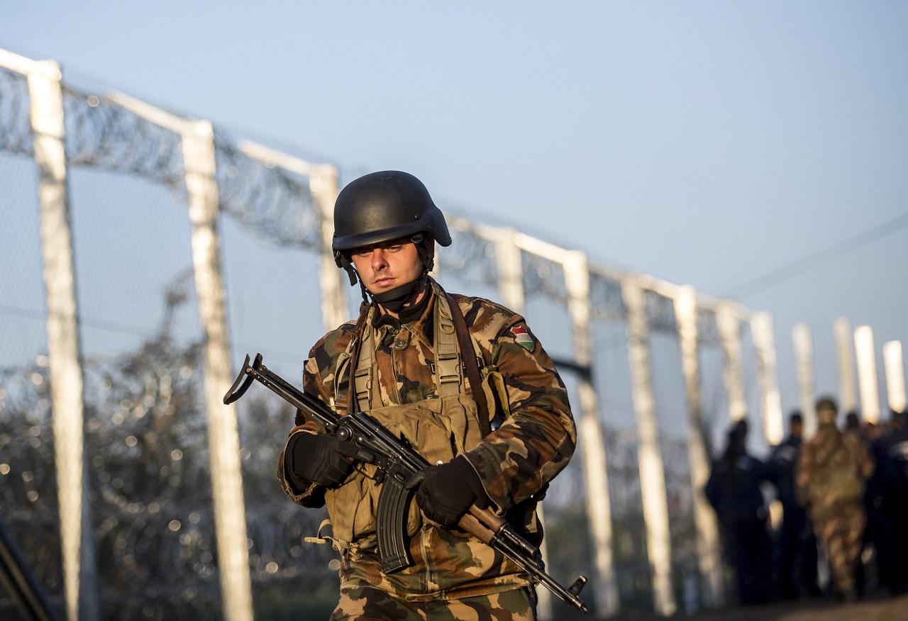A kormány alkotmánymódosításra készül, hogy bevethesse a katonákat is