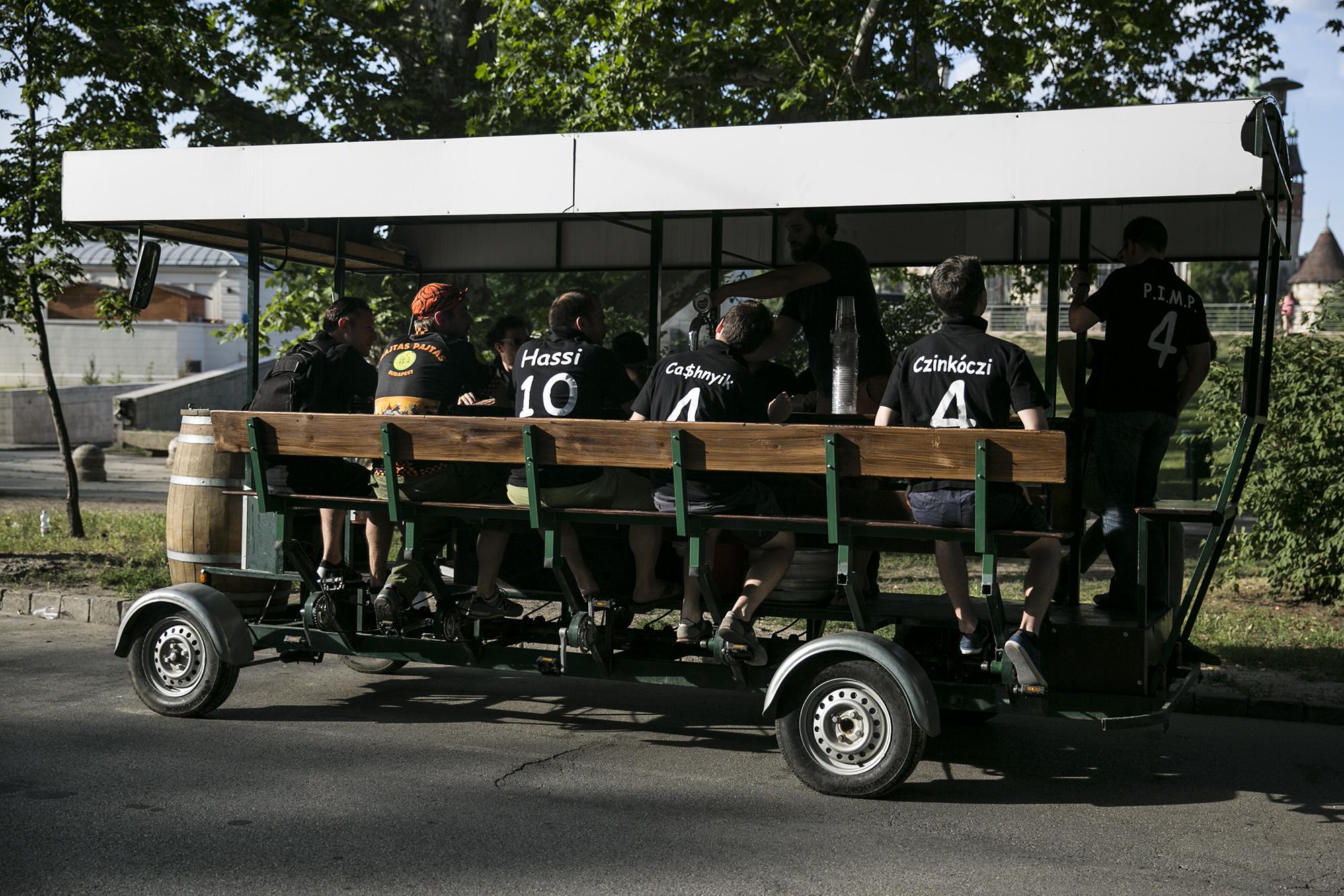 Amszterdamban betiltják a beerbike-okat