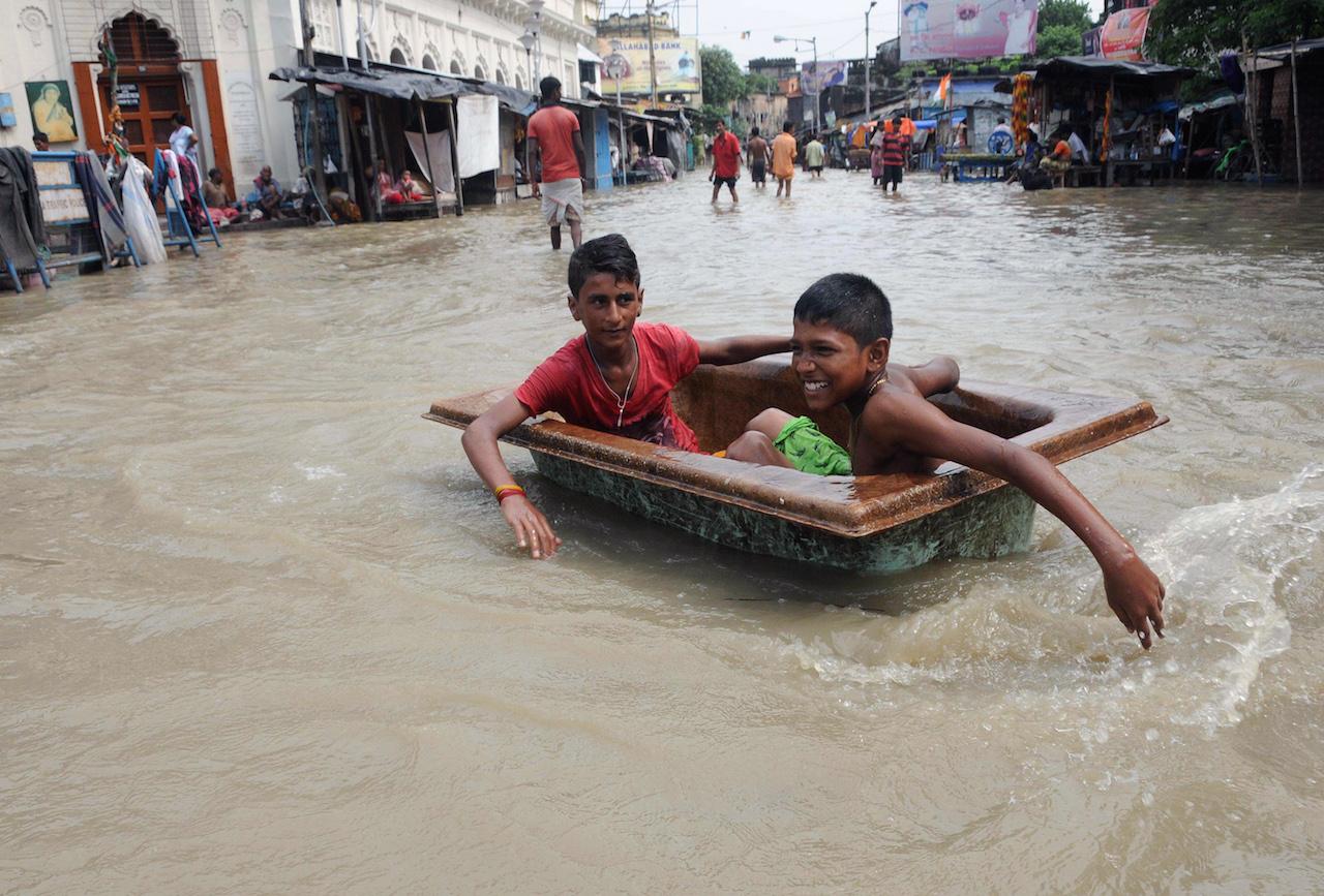 Senki sem vállalja a felelősséget, amiért egy 13 éves gyerek pucolta a vécéket az UNICEF indiai gyereknapi rendezvényén