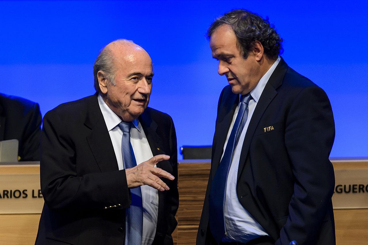 Immár Platini ellen is nyomoznak Sepp Blatter korrupciós ügyében