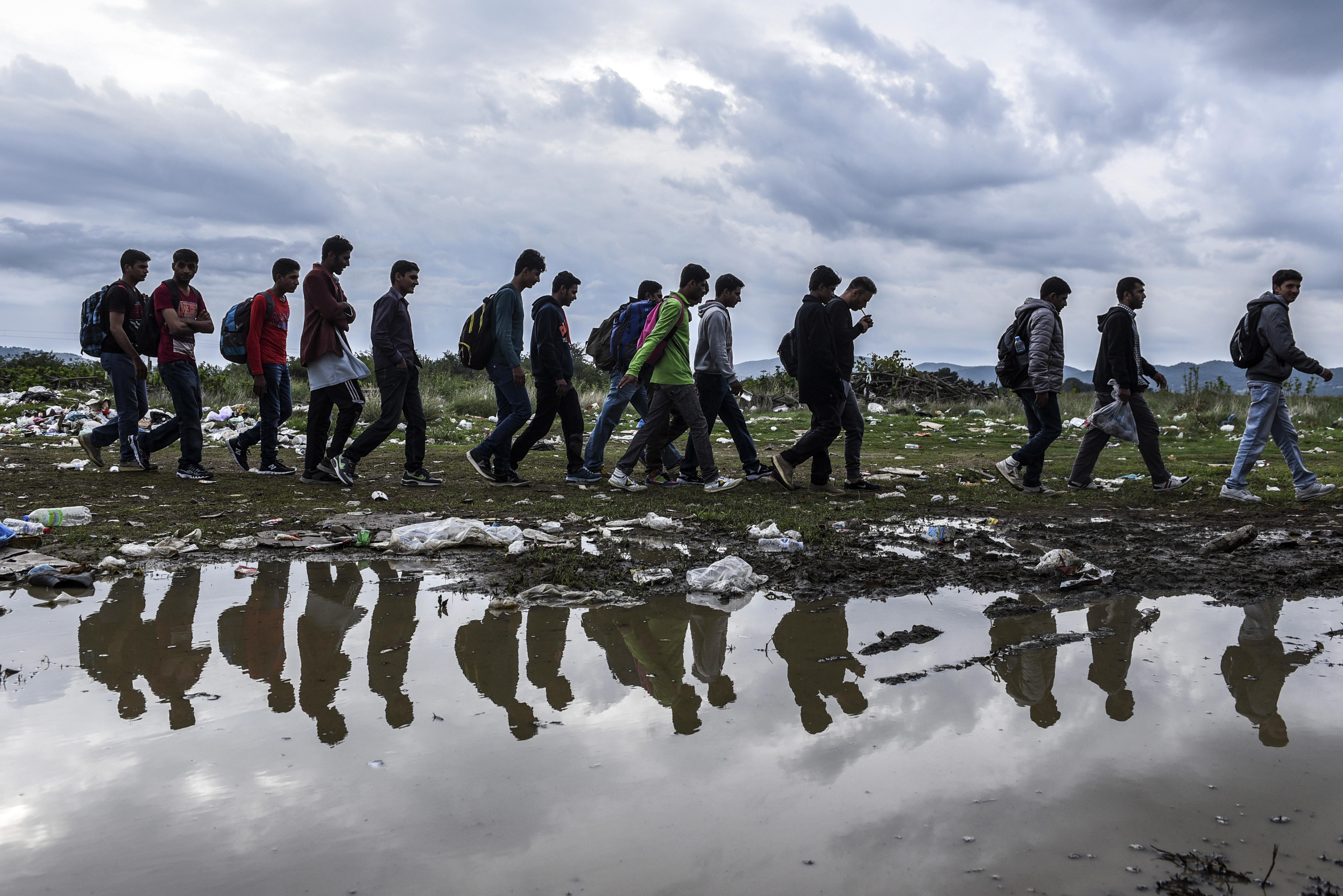 A törökök nekiláttak: hétfőn 1300 migránst nem engedtek kihajózni a görög szigetek felé