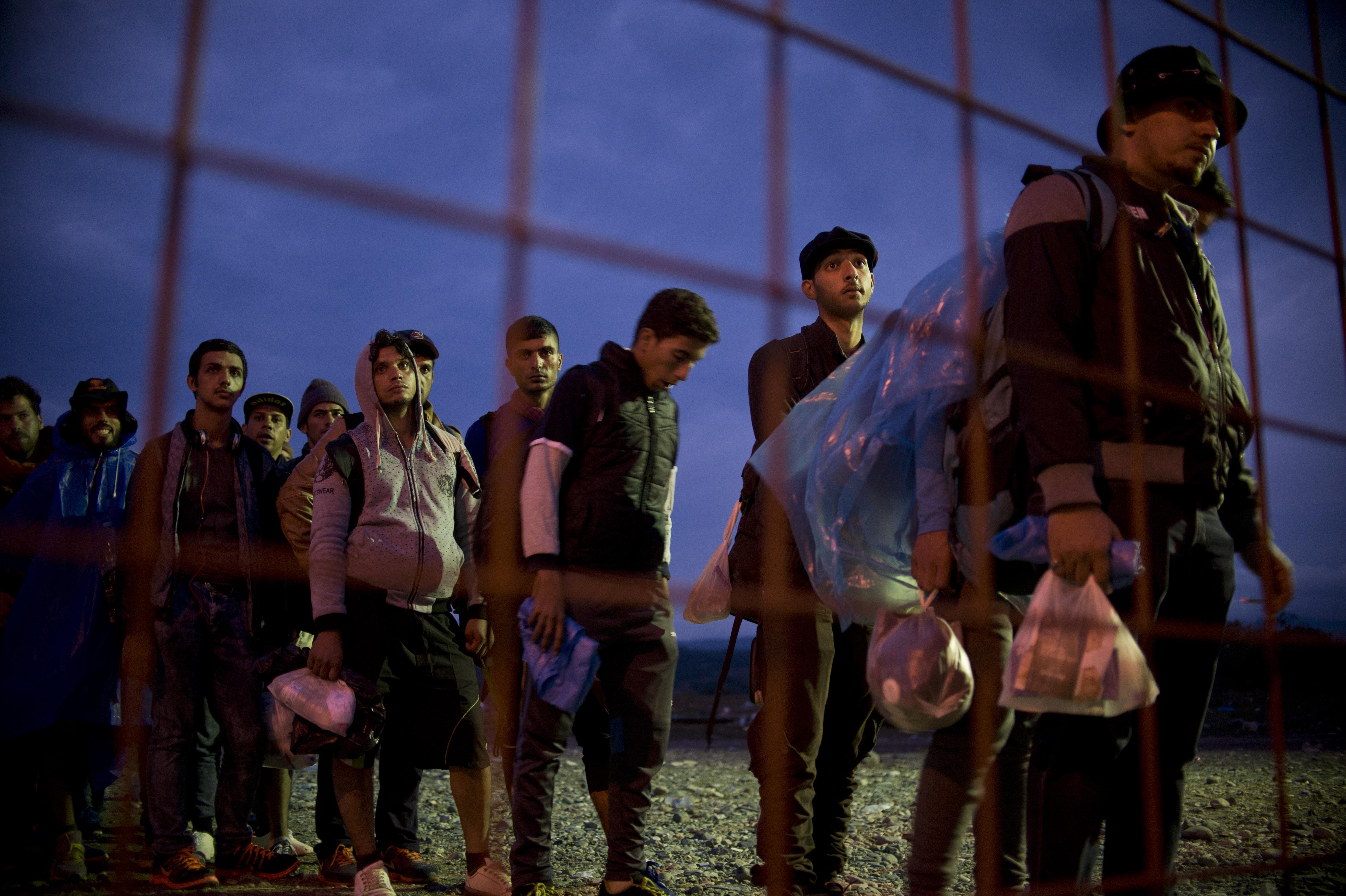 Görögország az EU-tól kér segítséget a macedón határon rekedt tömeg miatt