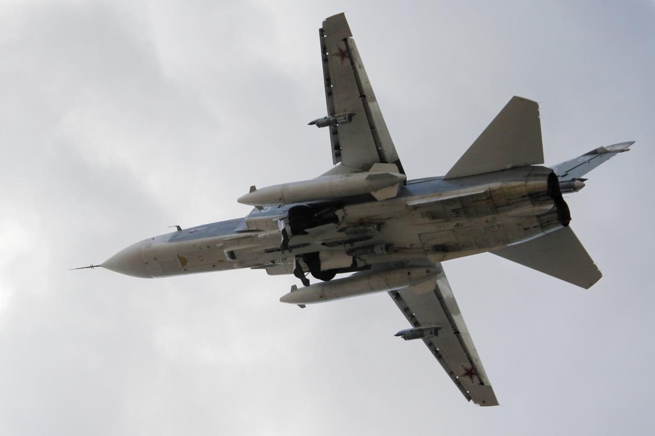 Az orosz bombázók az iráni katonák felvonulását fedezik