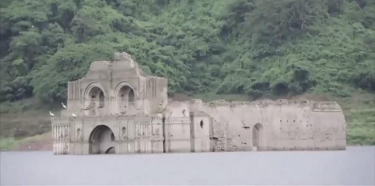 Egy tó fenekéről kerül épp elő egy gyönyörű, 16. századi mexikói templom