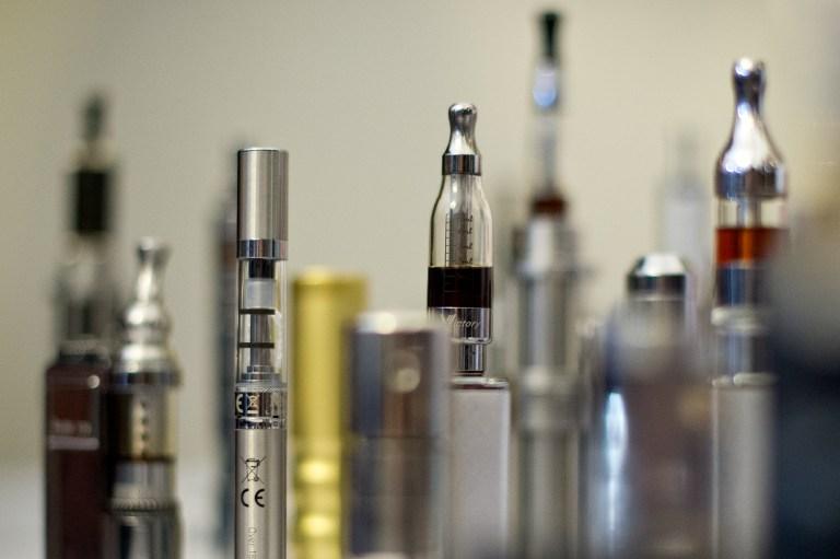 Igazi kis bomba az e-cigaretta, zsebben és szájban is robbanhat