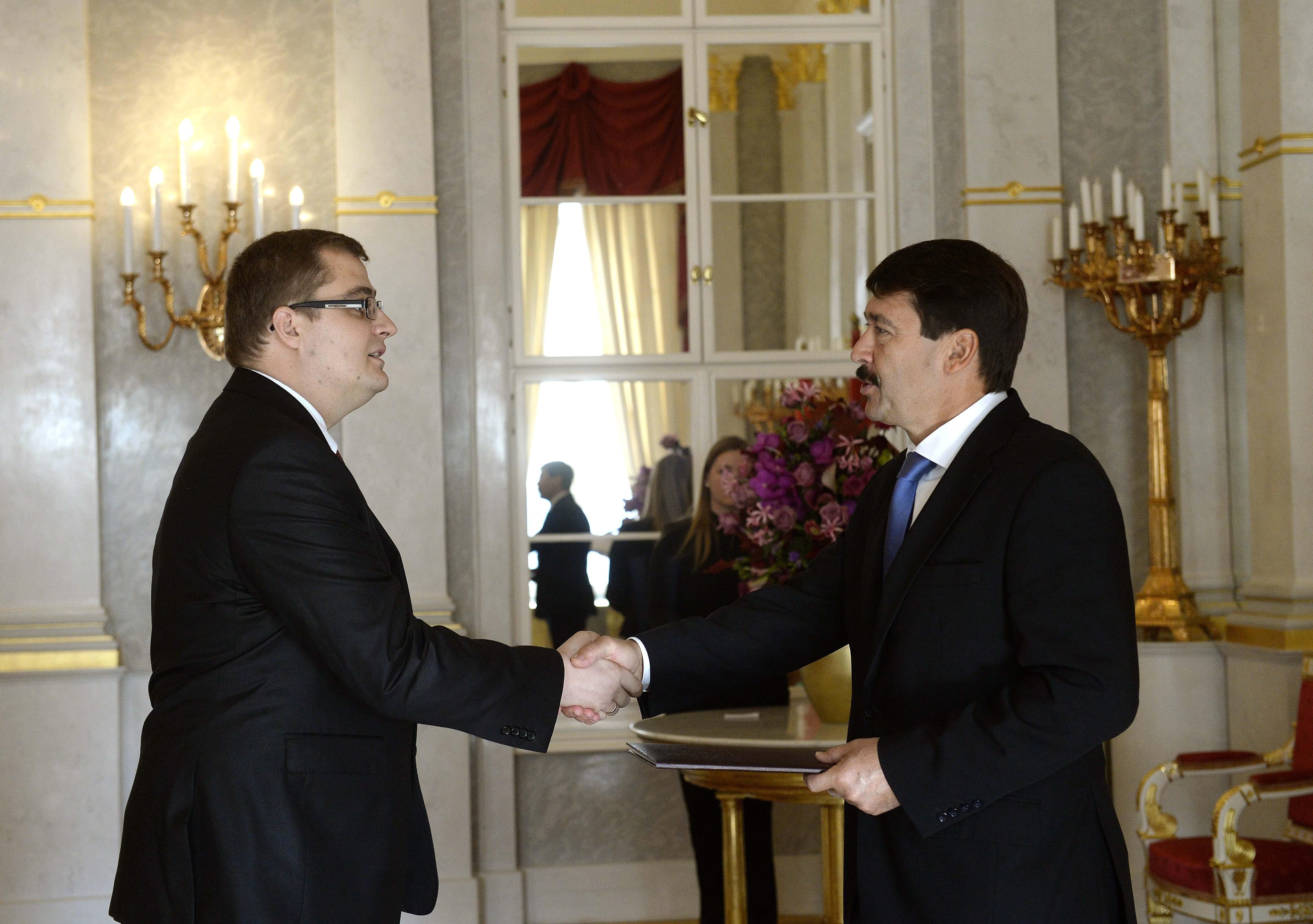 Áder kinevezte Orbán titkárát