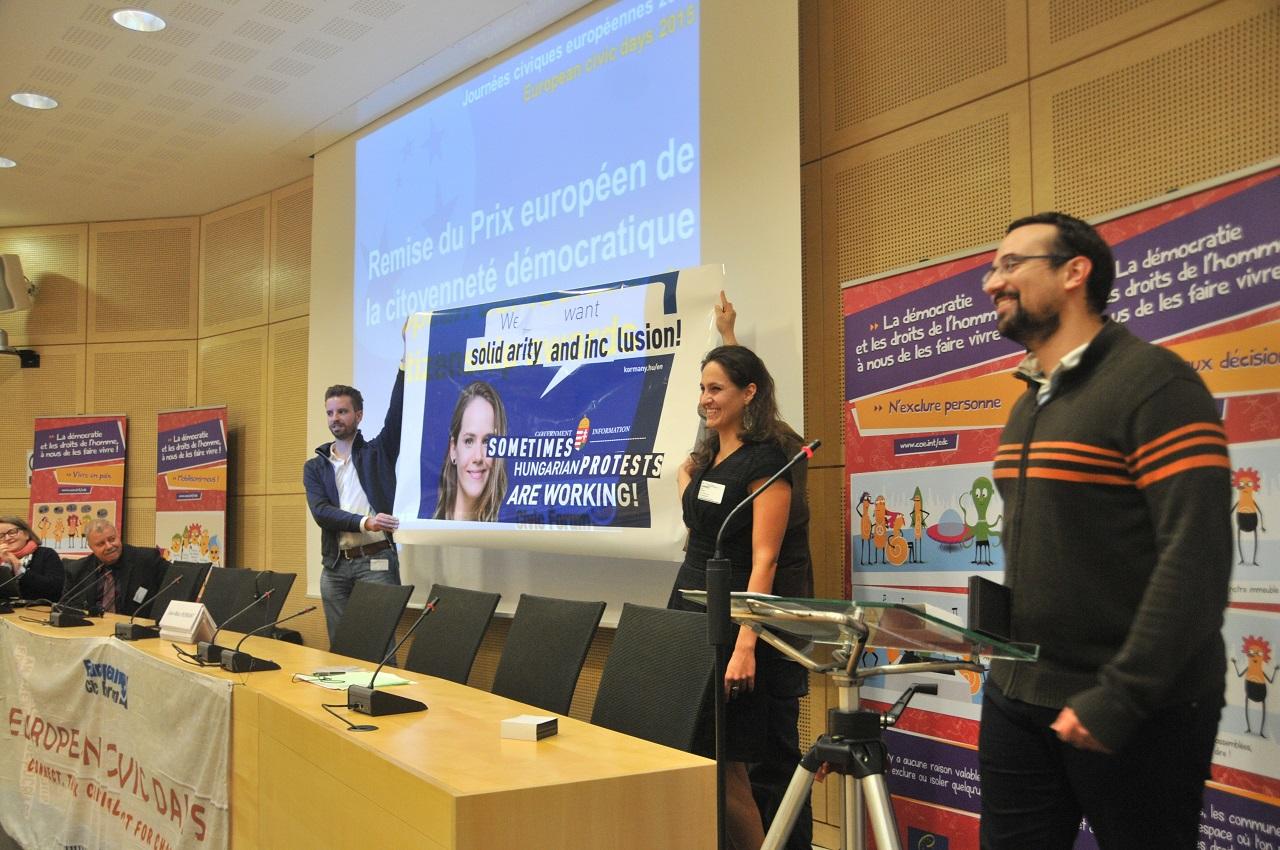 Átvették a netadós tüntetés szervezői az európai civil szervezetek nagydíját