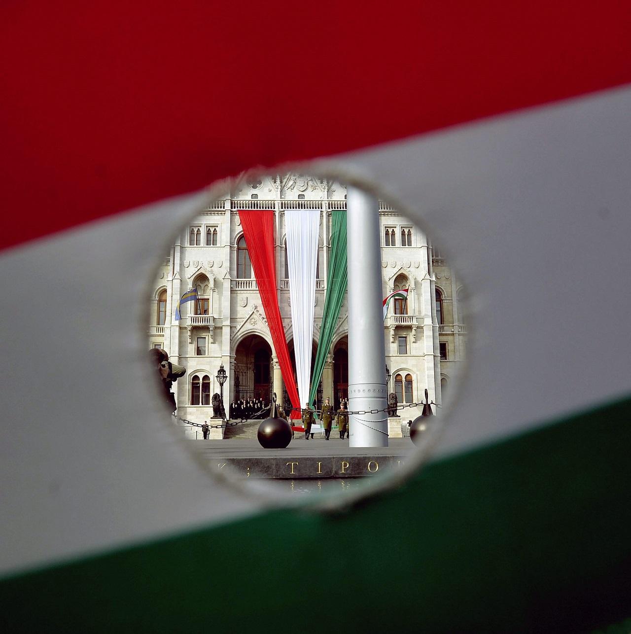 Már 1000 milliárd forintot keresnek összesen a külföldön munkát vállaló magyarok