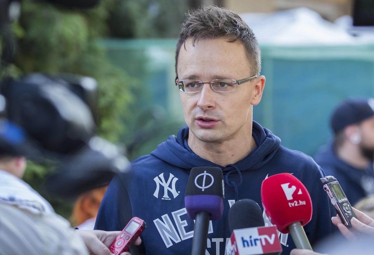 Szijjártó Pétert nem érdeklik Habony Árpád vágyai