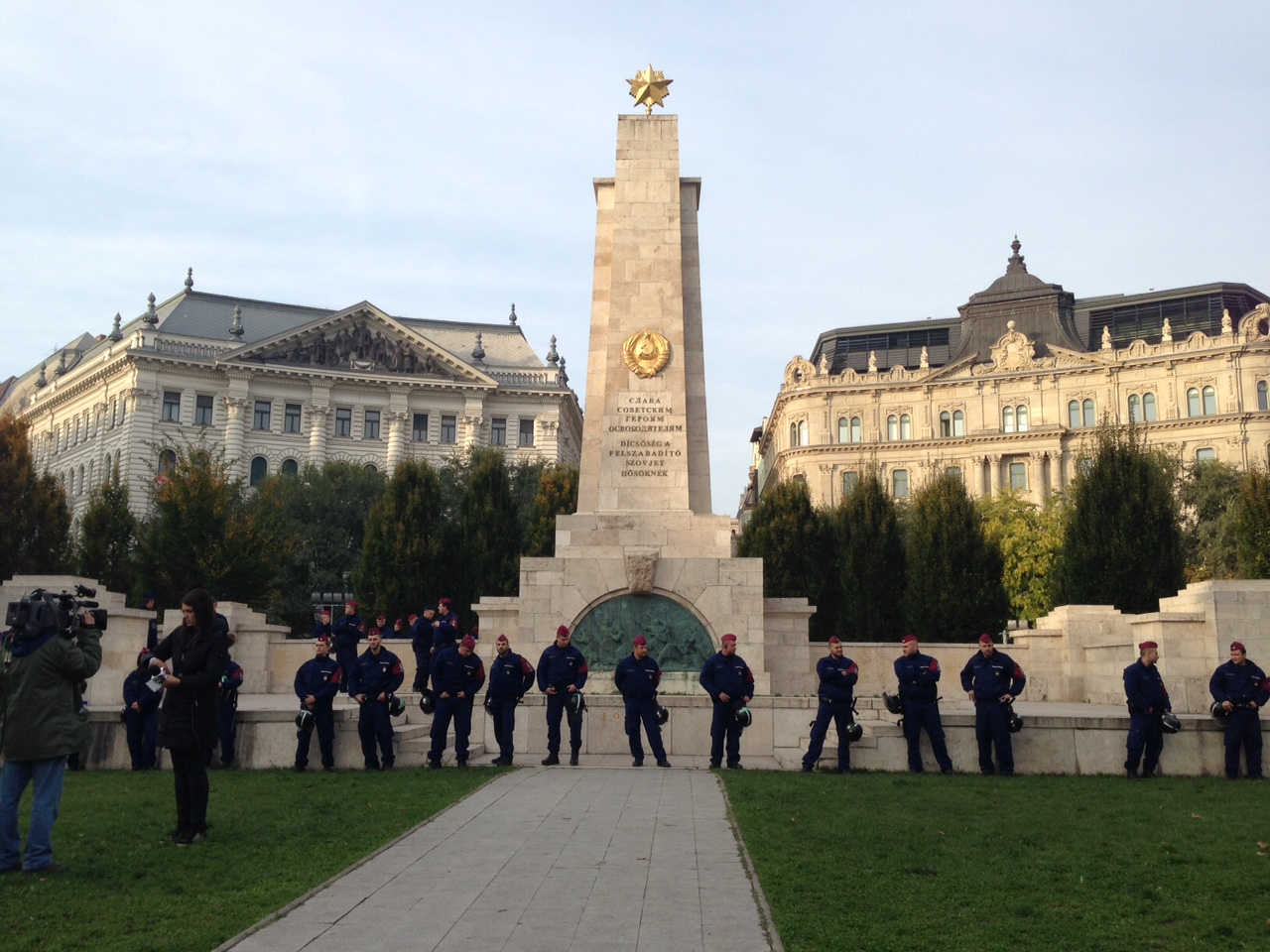 Az Alkotmánybíróság szerint nem a szólásszabadság része, ha valaki festékes lufival dobálja meg a szovjet emlékművet