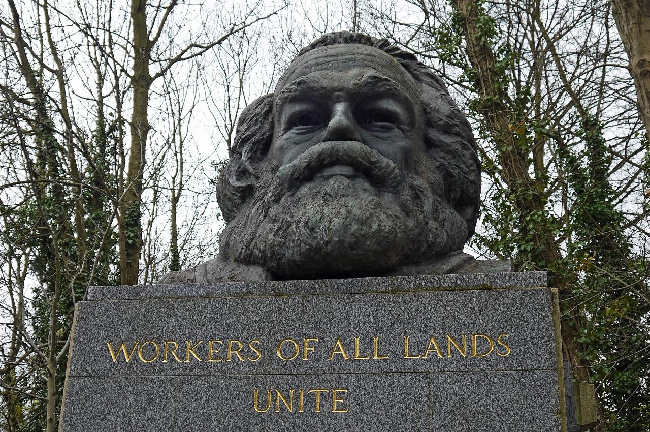 Belépőt kell fizetni annak, aki meg akarja nézni Marx sírját