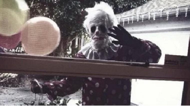 Egy 65 éves floridai férfi ijesztő bohócnak öltözik, és ijesztgeti a gyerekeket