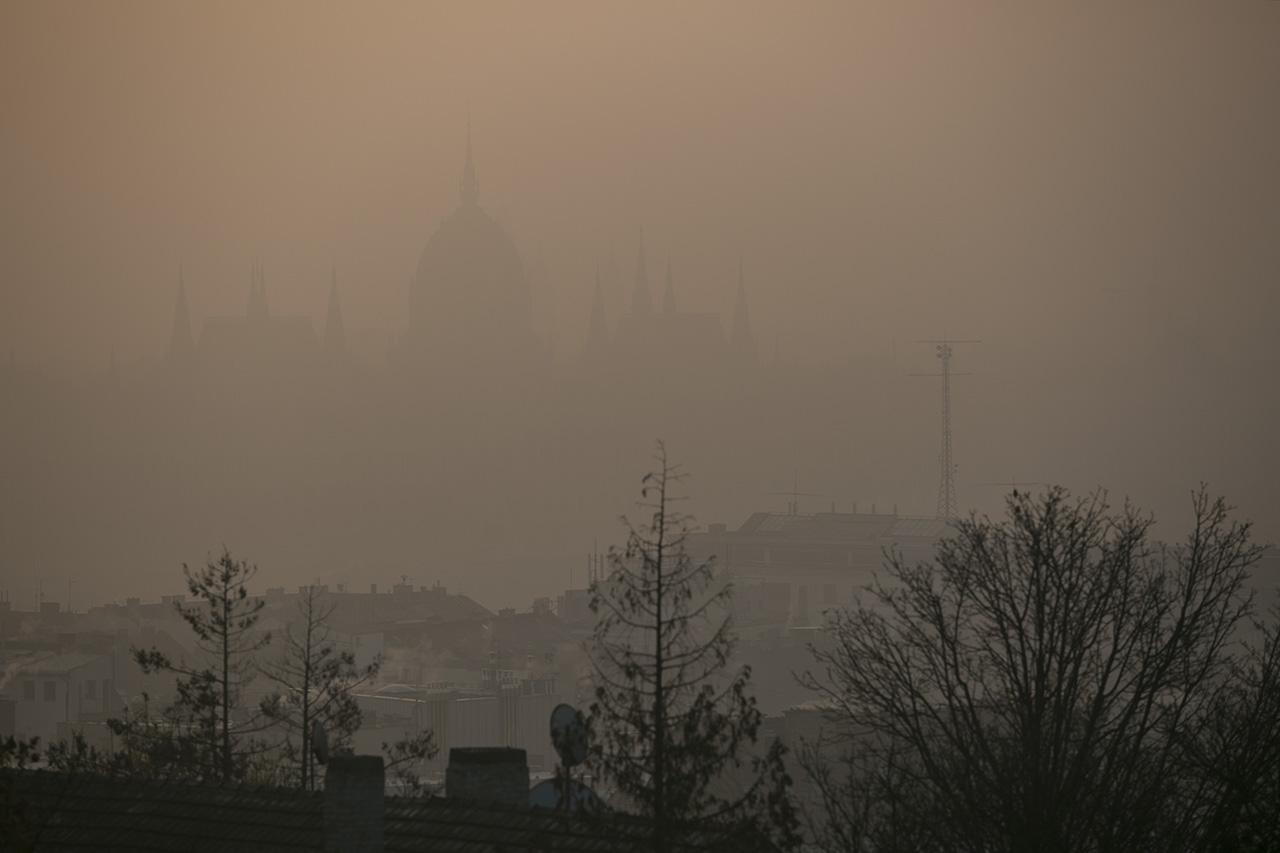A légszennyezés évente 677 ezer forintba kerül minden egyes budapestinek