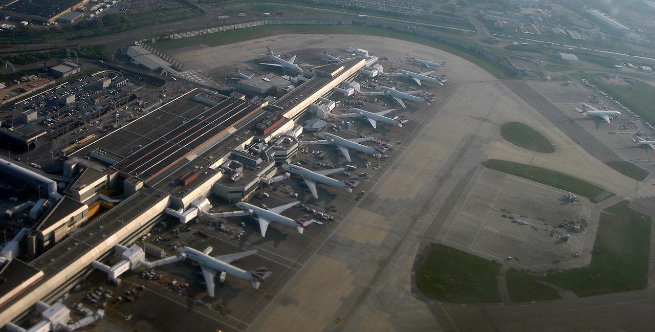Egy milliomos késésben volt ebédkor, ezért többórás zavart okozott a Heathrow-n, amikor berepült a légtérbe a helikopterével