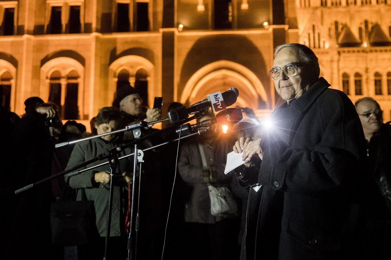Itt a beszéd, amit Mécs Imre nem mondhatott el Göncz Árpád temetesén