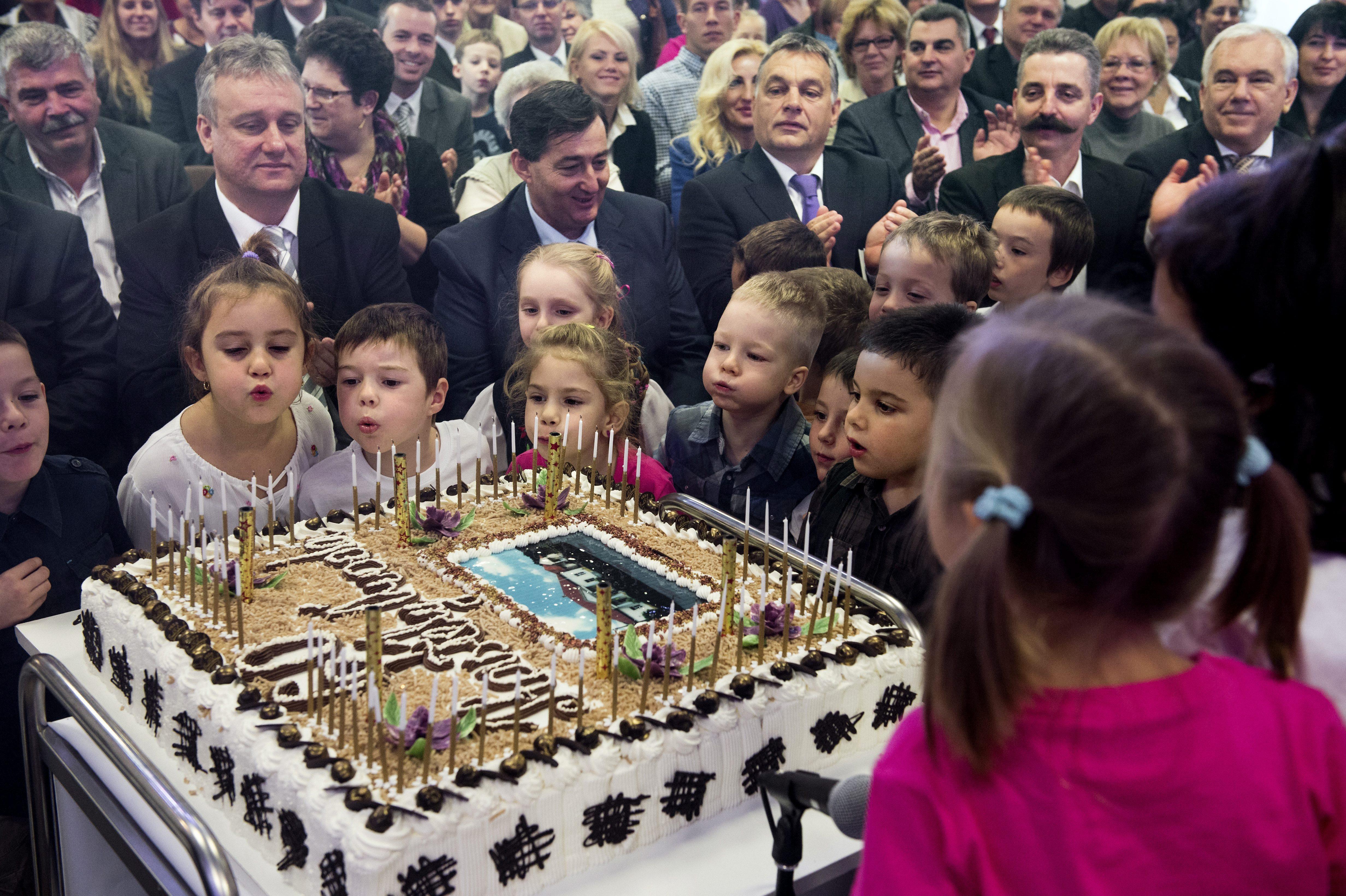 A kormány idén annyit szán óvodafejlesztésre, mint amennyit Mészáros Lőrinc 2015-ben osztalékként kivett a családi cégéből