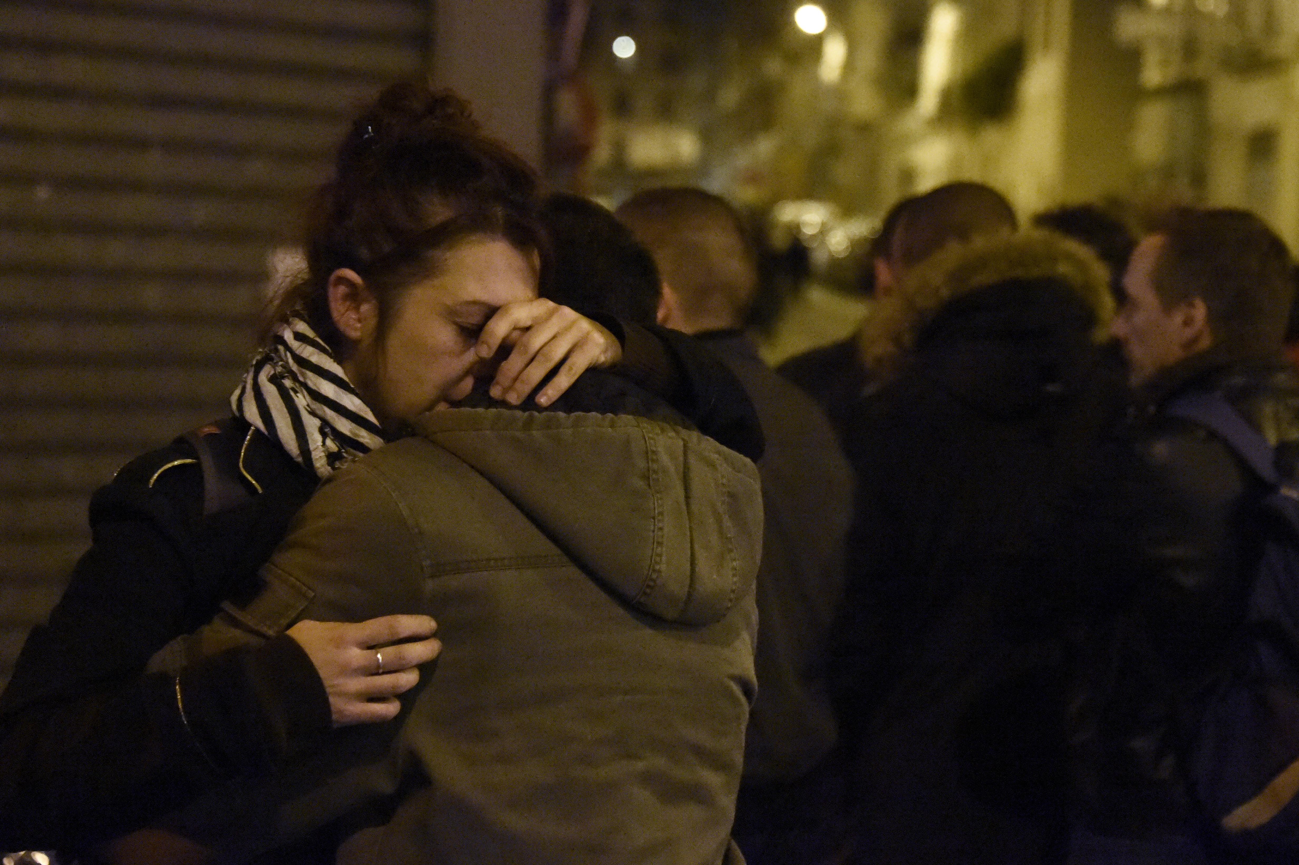 Dalai láma: Hagyjuk abba az imádkozást Párizsért, a békéért dolgozzunk!